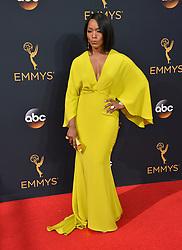 Angela Bassett bei der Verleihung der 68. Primetime Emmy Awards in Los Angeles / 180916<br /> <br /> *** 68th Primetime Emmy Awards in Los Angeles, California on September 18th, 2016***