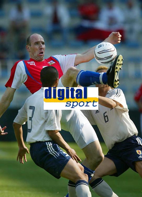 Fotball<br /> Treningskamp<br /> Tsjekkia v Japan<br /> 28. april 2004<br /> Foto: Digitalsport<br /> NORWAY ONLY<br /> <br /> Jan Koller,Tsjekkia, Kasuke TSUBOI,  Junichi INAMOTO,  Japan