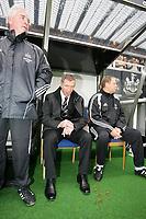 Photo: Andrew Unwin.<br />Newcastle Utd v Aston Villa. The Barclays Premiership.<br />03/12/2005.<br />Newcastle's under-pressure manager, Graeme Souness (C).