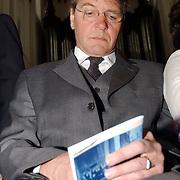 Mattheus Passion 2004 Naarden, Piet Hein Donner aan het sms en, problemen met zijn telefoon