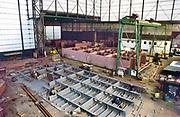 Nederland, Deest, 20-6-1995In Deest bij Druten aan de Waal ligt de moderne scheepswerf Ravestein . Het staalbedrijf is gespecialiseerd in zware metalen constructies zoals bruggen, ophaalbruggen,roll on roll off systemen, sluisdeuren en speciale pontons .Constructiebedrijf .Foto: Flip Franssen