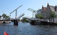HAARLEM - Ophaalbrug over het Spaarne in Haarlem . COPYRIGHT KOEN SUYK
