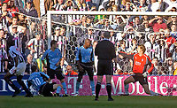 Photo. Glyn Thomas. Digitalsport<br /> West Bromwich Albion v Fulham. <br /> Barclays Premiership. 18/09/2004.<br /> West Brom's Nwankwo Kanu (L) scores his side's equaliser.