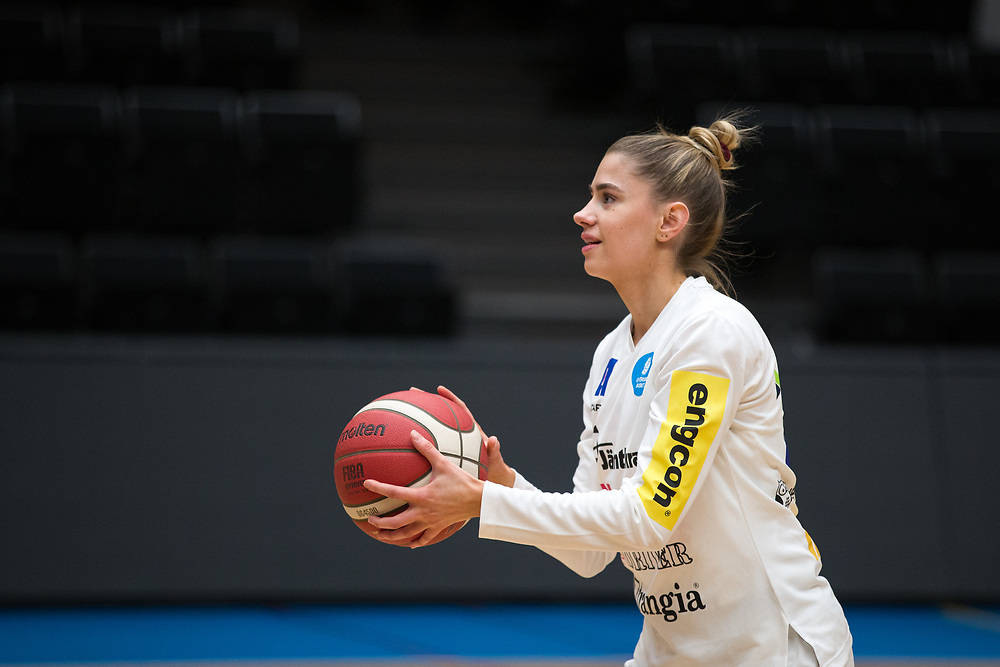 ÖSTERSUND 20210925<br /> Östersunds Smilla Vågström  under fredagens match i Basketligan mellan Östersund Basket och Uppsala Basket i Östersunds Sporthall<br /> <br /> Foto: Per Danielsson/Projekt.P