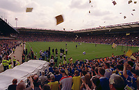 The 2 teams come out for the 1st game of the 2003/2004 Premiership Season. Birmingham City v Tottenham Hotspur, FA Premiership, 16/08/2003. Credit: Colorsport / Matthew Impey