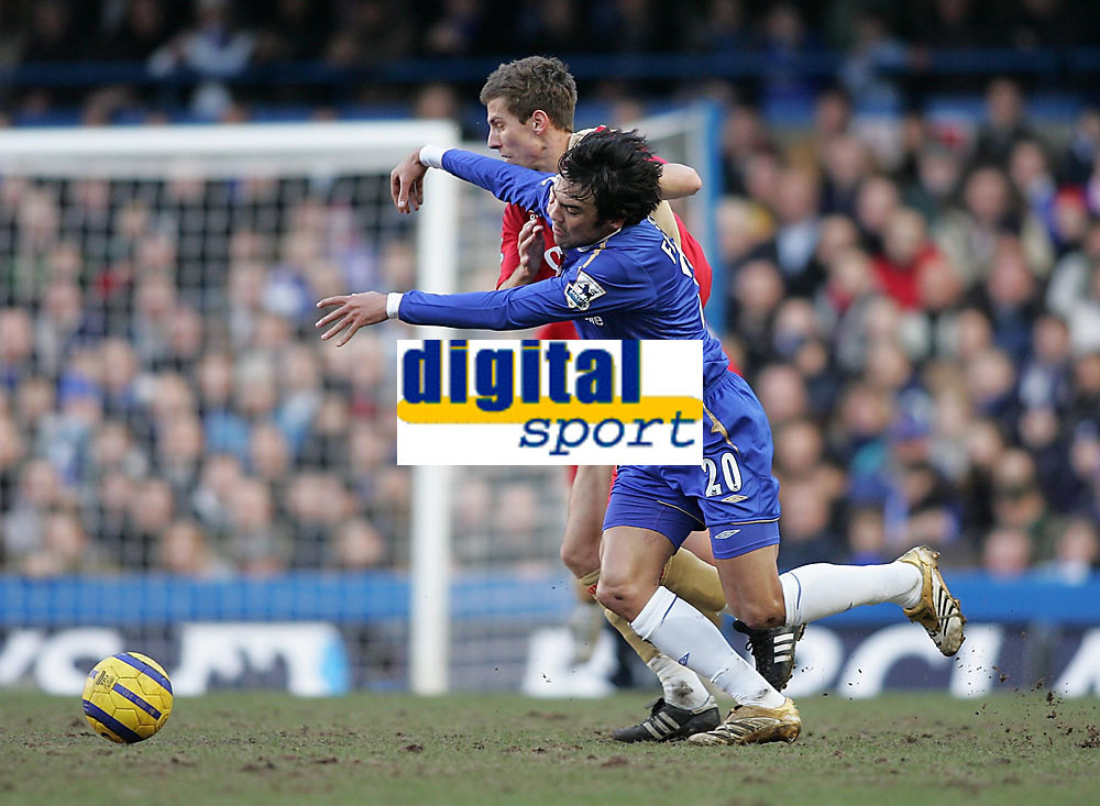 Photo: Lee Earle.<br /> Chelsea v Portsmouth. The Barclays Premiership. 25/02/2006. Chelsea's Paulo Ferreira (R) clashes with Gary O'Neil.