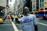 EEUU. Nueva York.<br /> Vendedor callejero en las calles de Manhattan.<br /> <br /> ©JOAN COSTA