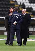 Fotball, Leeds manager David O'Leary shares a joke with coach Brian Kidd (centre) and chairman Peter Ridsdale.
