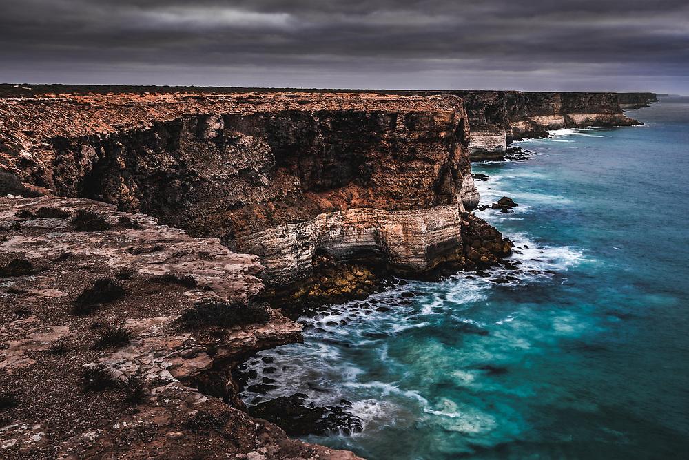 90m tall and 100km long Bunda Cliffs in Siuth Australia