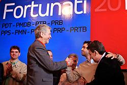 José Fortunati cumprimenta Kevin Krieger durante ato político pró-reeleição e confirmação da adesão à aliança com os partidos da coligação – PDT, PMDB, PTB, PPS, PRB, PMN, PTdoB, PRP e PRTB, na sede municipal do PDT, em Porto Alegre. FOTO: Jefferson Bernardes/Preview.com