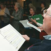 Repetitie bejaarden zangkoor van de Rustmaat in Huizen