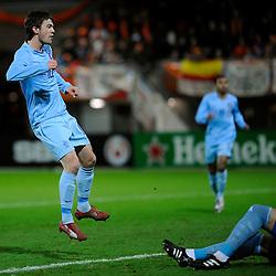 17-11-2009 VOETBAL: JONG ORANJE - JONG SPANJE: ROTTERDAM<br /> Nederland wint met 2-1 van Spanje / Erik Falkenburg kijkt zijn schot na dat de 1-0 oplevert<br /> ©2009-WWW.FOTOHOOGENDOORN.NL