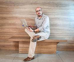 O gerente de TI, Marcelo Wendling, 34, Delivery Project Executive (DPE) na IBM, realizado no condomínio Rossi Panamby, na capital gaúcha. Marcelo participou da Silicon Valley Learning Experience, no coração do Vale do Silício (EUA), evento promovido pela StartSe, empresa integradora de startups, para investimento em sua própria carreira através de uma imersão em inovação e contato com incubadoras e profissionais que estão transformando o mundo através da tecnologia. Foto: Gustavo Roth/ Agência Preview