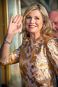 Koning Willem-Alexander en koningin Maxima wonen het bevrijding concert ( 5 mei concert ) bij op de Amstel in Amsterdam<br /> <br /> King Willem-Alexander and Queen Maxima of The Netherlands attends the liberation concert at the Amstel in Amsterdam<br /> <br /> Op de foto / On the photo:  koningin Maxima