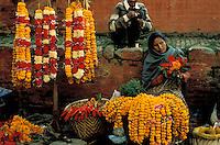 Nepal - Vallée de Kathmandu - Pashupatinath - Marchande de fleur pour des offrandes
