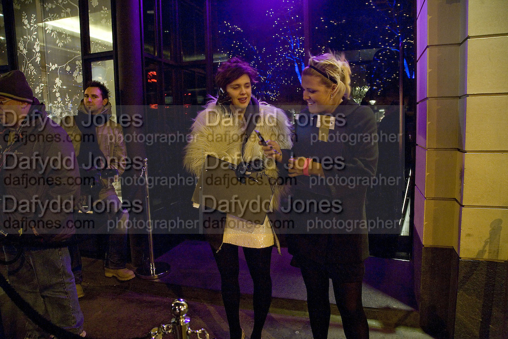 ANNABEL SHEPHERD AND ALEXIS SCHERER. Party to launch CARAT a new diamond brand, Kitts. Sloane sq. London. 20 December 2007.  -DO NOT ARCHIVE-© Copyright Photograph by Dafydd Jones. 248 Clapham Rd. London SW9 0PZ. Tel 0207 820 0771. www.dafjones.com.