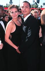 Sep 12, 1999; Los Angeles, CA, USA; Actor JULIA ROBERTS & boyfriend, actor BENJAMIN BRATT, @ 1999 Emmy Awards..  (Credit Image: Jonathan Alcorn/ZUMAPRESS.com)