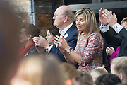 Koningin Maxima is bij ondertekening van het convenant Meer Muziek in de Klas Lokaal in De Lasloods. Maxima is erevoorzitter Meer Muziek in de Klas.<br /> <br /> Queen Maxima is signing the Meer Muziek covenant in De Klas Lokaal in De Lasloods. Maxima is honorary president of More Music in the Classroom.<br />  <br /> Op de foto / On the Photo:Koningin Maxima met Joop van den Ende