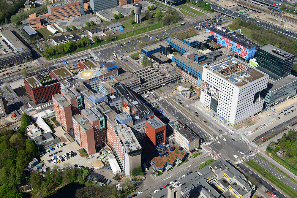 Nederland, Noord-Holland, Amsterdam, 09-04-2014; Zuid-as, overzicht campus van de Vrije Universiteit VU rond Amstelveenseweg en De Boelenlaan. VUmc Cancer Center, ACTA (tandheelkunde), Academisch Ziekenhuis Vrije Universiteit VUmc.<br /> Zuid-as, 'South axis', financial center in the South of Amsterdam, with University Hospital VUmc (Vrije Universiteit) and VU MC Cancer Center.<br /> Amsterdam equivalent of 'the City', financial district. <br /> luchtfoto (toeslag op standard tarieven);<br /> aerial photo (additional fee required);<br /> copyright foto/photo Siebe Swart