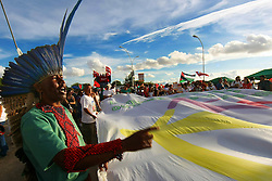 Um indigena participa da marcha pelas ruas de Porto Alegre para marcar a abertura do Fórum Social Mundial 2010. O Fórum Social Mundial, é um encontro casual dos movimentos sociais, propondo alternativas ao capitalismo. Em 2010 o movimento comemora 10 anos da sua criação. FOTO: Jefferson Bernardes/Preview.com