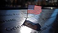 NEW YORK  2020V10<br /> Liten amerikansk flagga vid minnesmonumentet Ground Zero<br /> <br /> Foto: Per Danielsson/Projekt.P