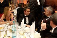 14 NOV 2003, BERLIN/GERMANY:<br /> Andrea Steingart, Gabor Steingart, Leiter des Spiegel Hauptstadtbueros, und Joschka Fischer, B90/Gruene, Bundesaussenminister, Dieter Wonka, Journalist, (v.L.n.R.), im Gespraech, Bundespresseball 2003, Hotel Intercontinetal<br /> IMAGE: 20031114-01-072<br /> KEYWORDS: Ball, Presseball, Gespräch