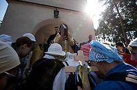 Bialystok, 14.08.2018 Z parafii sw Eljasza wyruszyla XXXIII Piesza Pielgrzymka na Swieta Gore Grabarke . Jest to najwieksza prawoslawna pielgrzymka w Polsce, ktora dotrze na miejsce na Swieto Przemienienia Panskiego jedno z najwazniejszych swiat prawoslawnych N/z pielgrzymow przed wyruszeniem poblogoslawil biskup supraski Andrzej fot Michal Kosc / AGENCJA WSCHOD