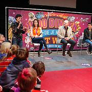 NLD/Amsterdam/20130116 - Vragenvuur kinderen tijdens Kidscollege 2013, vragen uit het publiek voor sportster Naomie van As, astronaut Andre Kuipers en zanger Jan Smit