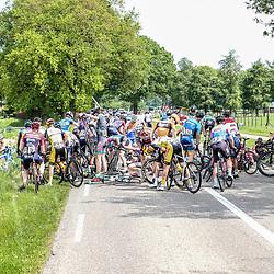 12-05-2018: Wielrennen: Ronde van Overijssel: Rijssen<br />crash, shute, valpartij