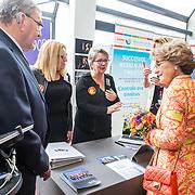 NLD/Doorn/20190322  - Prinses Margriet aanwezig bij congres Let's Connect, Prinses Margriet in gesprek met dames van het Nederlnads Gebaren Koor