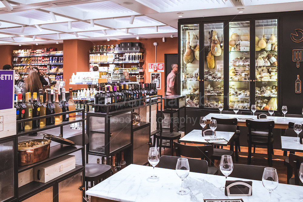 San Gregorio restaurant on the sixth floor of Rinascente shopping mall in Rome, nice place for taste italian food and wine in the atmosphere of a contemporary food shop.