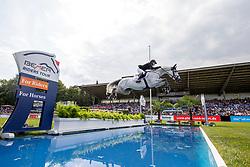 MEYER-ZIMMERMANN Janne-Friederike (GER), Bali 32<br /> Hamburg - 90. Deutsches Spring- und Dressur Derby 2019<br /> Preis der Deutschen Kreditbank AG<br /> CSI4* - Derby Tour 2. Qualifikation zum Deutschen Spring-Derby <br /> 2. Qualifikation zur Bemer Riders Tour Wertungsprüfung<br /> 31. Mai 2019<br /> © www.sportfotos-lafrentz.de/Stefan Lafrentz