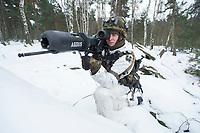 23 FEB 2013, LETZLINGEN/GERMANY:<br /> Panzerfaustschuetze mit Panzerfaust 3 mit AGDUS, Ausbildungsgeraet Duellsimulator, in Wintertarnung waehrend einer Gefechtsuebung der Panzergrenatiere im Winter, Gefechtsuebungszentrum Heer, Truppenuebungsplatz Altmark<br /> IMAGE: 20130223-01-040<br /> KEYWORDS: Gefechtsübung, Schnee, Soldat, Gefechtsübungszentrum, Heer, Armee, Streikräfte, Militaer, Miltär, Streitkraefte, Streitkräfte, Panzerfausschütze