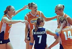 24-09-2005 VOLLEYBAL: EK DAMES: NEDERLAND-SERVIE EN MONTENEGRO: ZAGREB CROATIA<br /> <br /> Het Nederlands damesteam heeft in de strijd om de plaatsen 5 t/m 8 bij het  EK simpel met 3-0 (25-15,25-11,25-21)  gewonnen van Servië en Montenegro /<br /> <br /> ©2005-WWW.FOTOHOOGENDOORN.NL