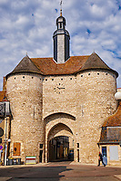 """France, Cher (18), Berry, Mehun-sur-Yèvre, labellisée """"ville et métiers d'art"""", Porte de l'Horloge du 14e sicèle donnat sur la rue Jeanne d'Arc, route Jacques Coeur // France, Cher (18), Berry, Mehun-sur-Yèvre, approved """"the city and metiers of arts"""", Clock Gate, 14th century, the Jacques Coeur road,"""