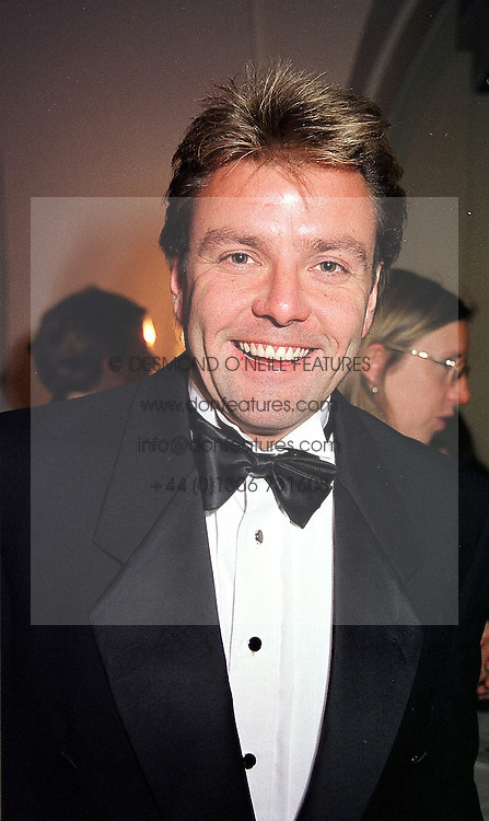 TV presenter MARTIN ROBERTS, at a dinner in London on 22nd February 2000.OBI 25