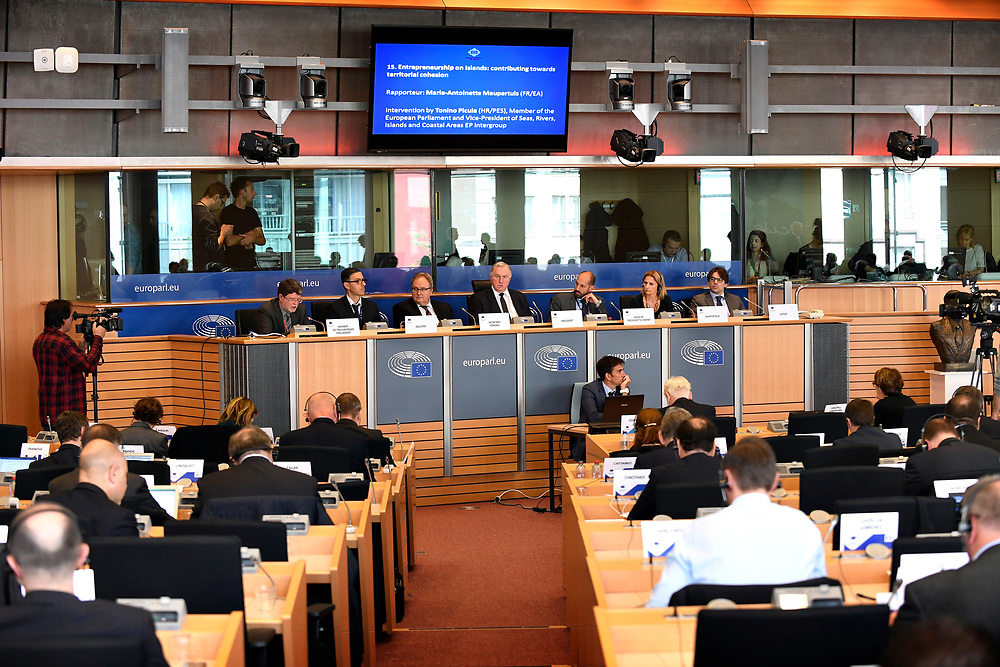 12 May 2017, 123rd Plenary Session of the European Committee of the Regions <br /> Belgium - Brussels - May 2017 <br /> <br /> LAMBERTZ Karl-Heinz and MAUPERTUISMarie-Antoinette