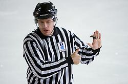 Nepravilna menjava. Too many players on the ice. Slovenski hokejski sodnik Damir Rakovic predstavlja sodniske znake. Na Bledu, 15. marec 2009. (Photo by Vid Ponikvar / Sportida)