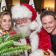 NLD/Amsterdam/20181206 - Sky Radio's Christmas Tree For Charity, Ellen Hoog met partner Kelvin de Lang en de kerstman