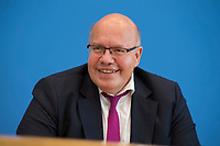 DEU, Deutschland, Germany, Berlin, 11.10.2018: Bundeswirtschaftsminister Peter Altmaier (CDU) in der Bundespressekonferenz bei der Vorstellung der Herbstprojektion der Bundesregierung 2018.