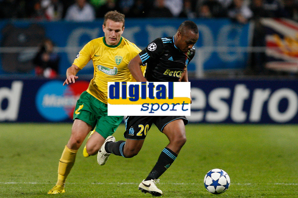 FOOTBALL - CHAMPIONS LEAGUE 2010/2011 - GROUP STAGE - GROUP F - OLYMPIQUE MARSEILLE v ZILINA - 19/10/2010 - PHOTO PHILIPPE LAURENSON / DPPI - ANDRE AYEW (OM) / ROMAN GERGEL (ZIL)