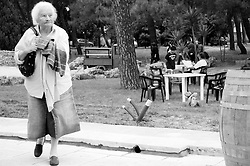 Cutrofiano (Le) - Cantine Aperte 2010 - Masseria L'Astore - Gente visita la masseria.