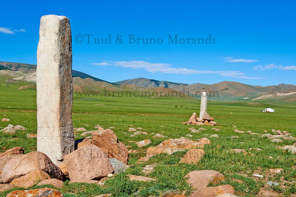 Mongolie. Province de Zavkhan, groupe de pieere a cerf // Mongolia,  Zavkhan province, group of Deer Stone