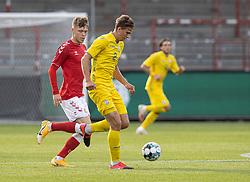 Illia Zabarnyi (Ukraine) og Andreas Olsen (Danmark) under U21 EM2021 Kvalifikationskampen mellem Danmark og Ukraine den 4. september 2020 på Aalborg Stadion (Foto: Claus Birch).