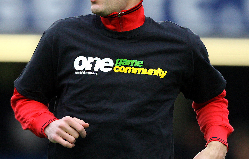 Manchester United's Robin van Persie wearing the One Game Community T Shirt..Football - Barclays Premiership - Chelsea v Manchester United - Sunday 28th October 2012 - Stamford Bridge - London..
