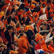 NLD/Amsterdam/20051112 - Voetbal, vriendschappelijke wedstrijd Nederland - Italie, Oranje fans juichen na een doelpunt