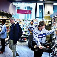 Nederland, Amsterdam , 12 augustus 2013.<br /> Jonge vakkenvullers bij Albert Heijn in de filiaal aan de Nieuwezijds Voorburgwal.<br /> Foto:Jean-Pierre Jans