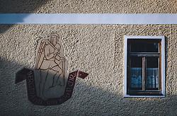 THEMENBILD - Wandmalerei an einem Haus während der Corona Pandemie, aufgenommen am 17. April 2019 in Hallstatt, Österreich // Wall painting on a house during the Corona Pandemic in Hallstatt, Austria on 2020/04/17. EXPA Pictures © 2020, PhotoCredit: EXPA/ JFK