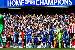 Chelsea Captain John Terry is substituted with a guard of honour on the 26th minute of the game to mark his retirement after a long Chelsea career in the 26 shirt - Rogan Thomson/JMP - 21/05/2017 - FOOTBALL - Stamford Bridge - London, England - Chelsea v Sunderland - Premier League..