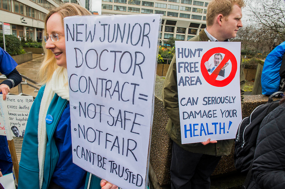 The picket line at St Thomas' Hospital. Junior Doctors stage another 48 hours of strike action against the new contracts due to be imposed by the Governemnt and health minister Jeremy Hunt.